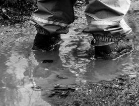 Les boots de pluie faites les craquer